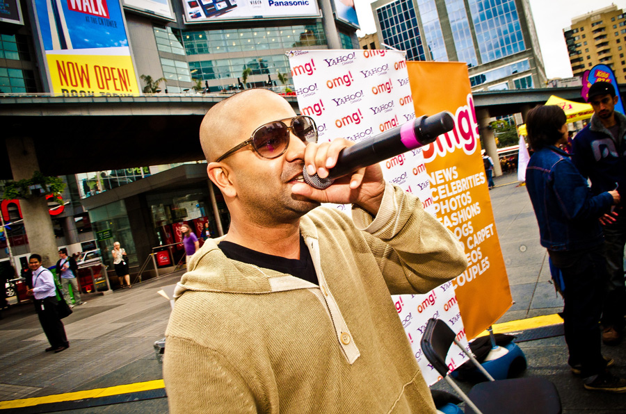 Devo Brown from Kiss 92.5fm promoting for Yahoo! OMG